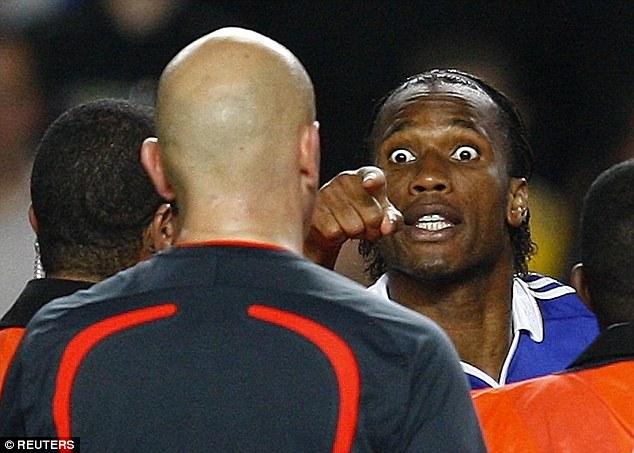 2008-2009 챔피언스리그 준결승에서 첼시와 바르셀로나의 경기는 주 심판인 톰 헤닝 오브레보의 잦은 실수로 유명했습니다. 출처: 로이터